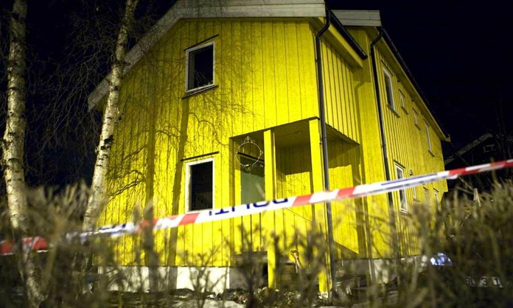 ÅSTEDET: Ektemannen er pågrepet etter at han meldte kona si død onsdag ettermiddag. Politiet har sperret av ekteparets hus i Lillehammer sentrum. Foto: TORBJØRN GRØNNING