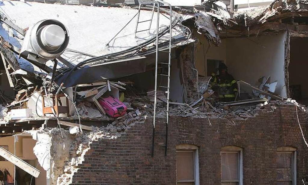 MISTET LASTEN: Bygnignskranen skal ha mistet materiale ned på en bærebjelke da ulykken skjedde, forteller et vitne. Foto: REUTERS/SCANPIX