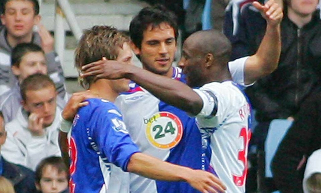 VANT KOMFORTABELT:Roque Santa Cruz (midten) gjorde to av målene da Blackburn befestet sitt Europa-kandidatur mot Wigan. Foto: AFP/Scanpix