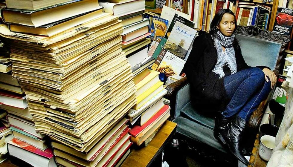 NY STEMME: Roda Ahmeds debutroman handler om tenåringsproblemer som kompliseres ytterligere av at hovedpersonen må forholde seg til norsk kultur og sin somaliske familie. Foto: LARS MYHREN HOLAND