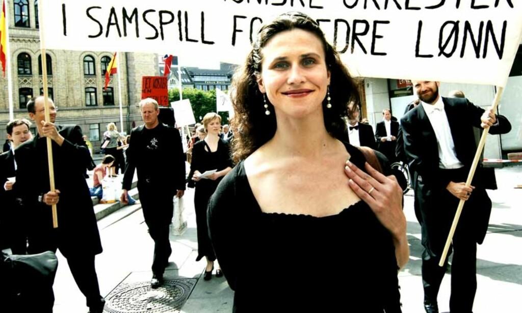 HØYERER LØNN: Ballerina Ingrid Lorentzen streiket for høyere lønn også i 2006, men avblåste aksjonen sammen med de andre organisterte musikerne og danserne etter løfter fra Trond Giske. Nå vil de ha løftene innfridd. Foto: Steinar Buholm/Dagbladet