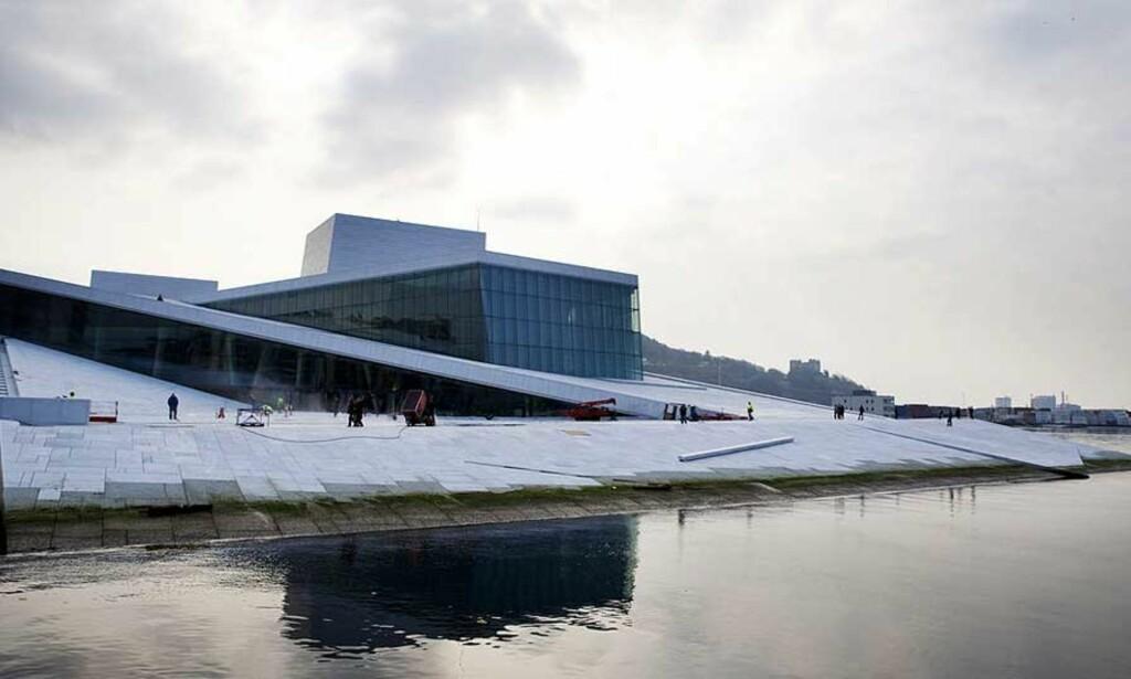 PASSES PÅ I KVELD: Det blir slått jernring rundt operaen når bygget åpner i kveld. Foto: Kyrre Lien/SCANPIX