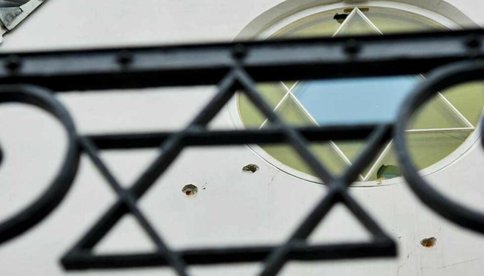 SKUDD: Om natta den 17. september 2006 ble det skutt flere skudd mot den jødiske synagogen i Bergstien i Oslo. Bare en time før var det folk der. Foto: SCANPIX