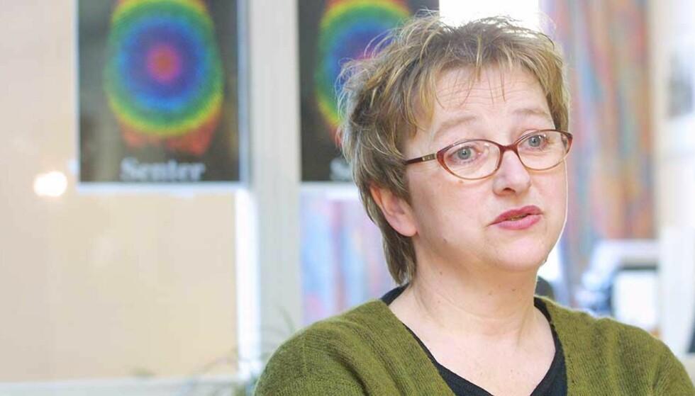 SJOKKERT: Marit Hermansen synes det er grotesk at mannen som drepte sønnen hennes skal belønnes med 250 000 kroner. Foto: Henning Lillegård