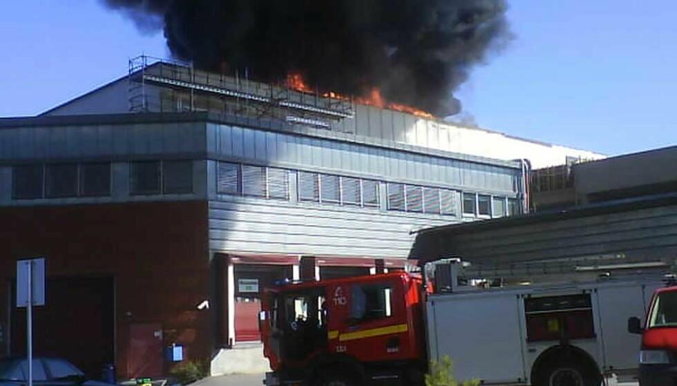 KRAFTIG RØYK: Det brøt ut brann i et avstengt bygg på Ski Storsenter fredag formiddag. MMS-foto: SIW IRENE NYHUUS