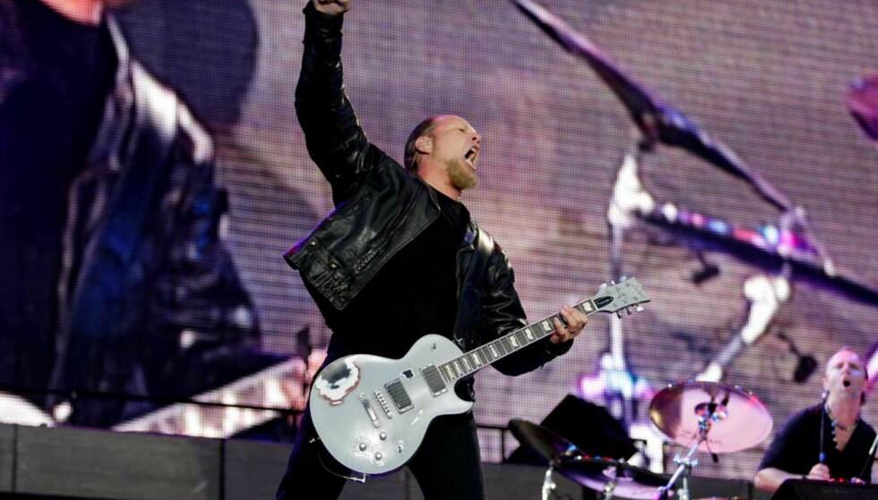 GAVEPAKKE: : Metallica og vokalist James Hetfield serverte en gavepakke av en konsert for sin tallrike fanskare i Bergen. Foto: PAUL SIGVE AMUNDSEN.