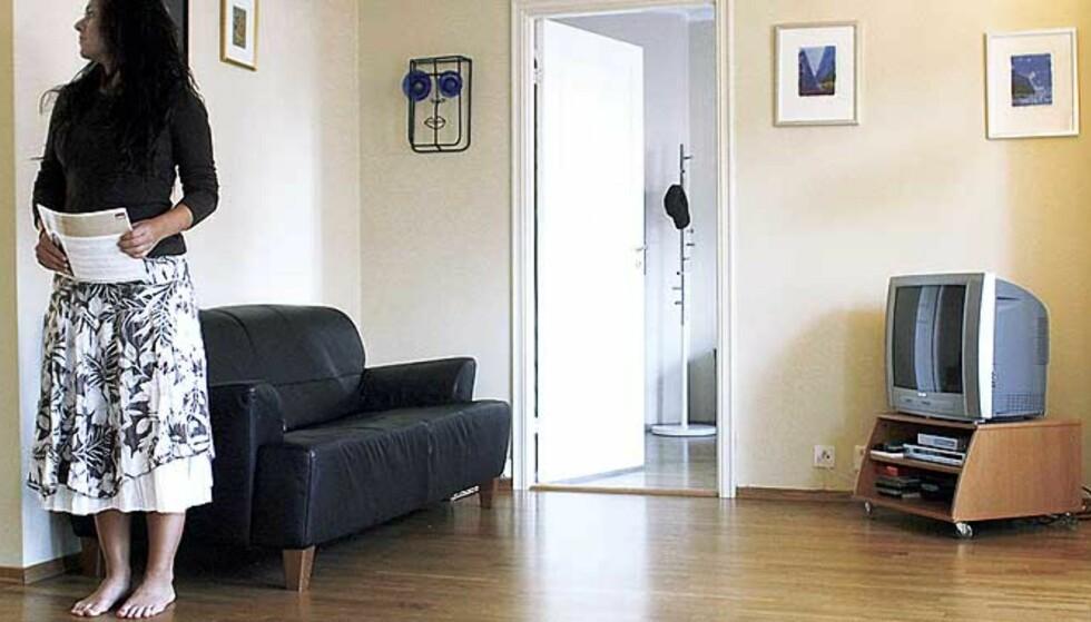 SNUR I DØRA: Spesielt yngre kjøpere er opptatt av at deres framtidige bolig ikke lukter røyk, ifølge eiendomsmeglere. Illustrasjonsfoto: BJØRN LANGSEM