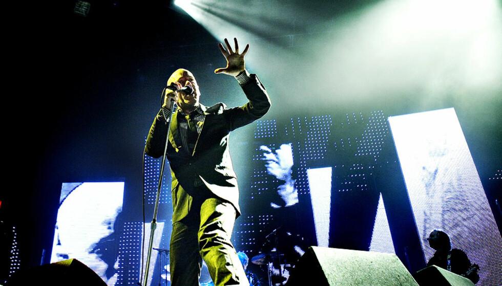 TENTE VALHALL:  R.E.M. og frontfigur Michael Stipe slo fryktelig tilbake i Valhall i Oslo osndag kveld mot dårlige konsertkritikker fra Storbritannia. Foto: NINA HANSEN.