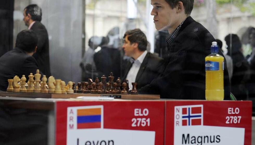 I GODT SLAG: - Etter det jeg så han gjorde mot Levon Aronian, blir jeg overrasket hvis Magnus Carlsen ikke topper den neste rankingen, sier Norges sjakkpresident Jøran Aulin-Jansson. Foto: RAFA RIVAS/AFP/SCANPIX