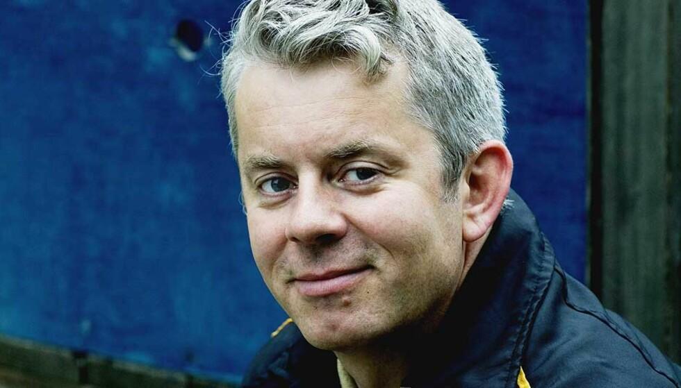 <strong><b>KOMIKRIM:</strong></b> Knut Nærum takler flere disipliner i «De dødes bok»: Boka er både en fullgod krim og en real latterbombe. Foto: SIV JOHANNE SEGLEM