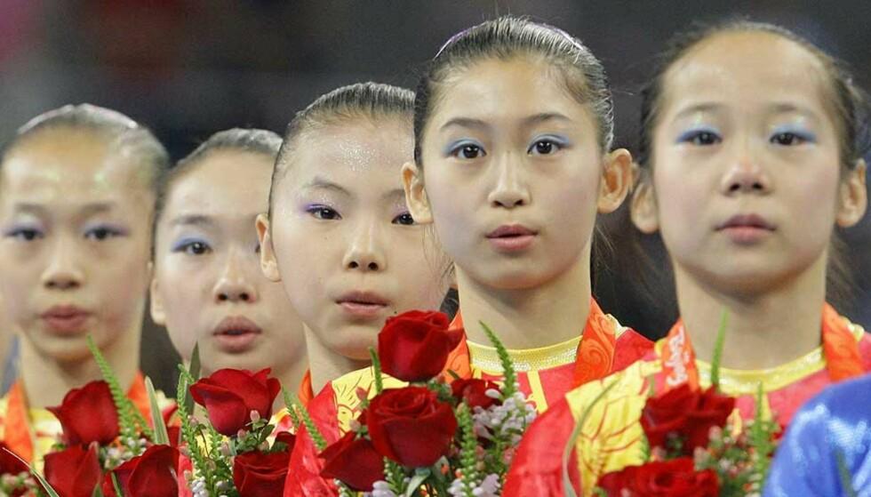 FRIFUNNET: Yang Yilin, Li Shanshan, He Kexin, Jiang Yuyuan og Deng Linlin slo USA i lagturnkonkurransen, men kjempet hele OL mot anklager om at flere av dem ikke var gamle nok til å delta. Foto: AP/SCANPIX