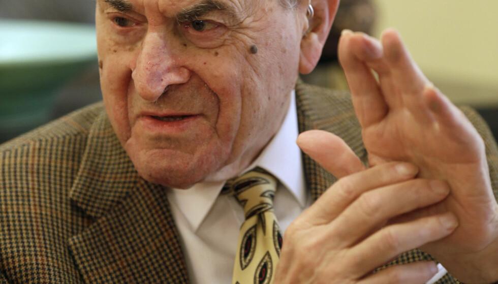 DØDE I DAG: Den amerikanske legen Henry Heimlich døde i dag, 96 år gammel, etter å ha fått hjerteinfarkt. Foto: Al Behrman / Scanpix
