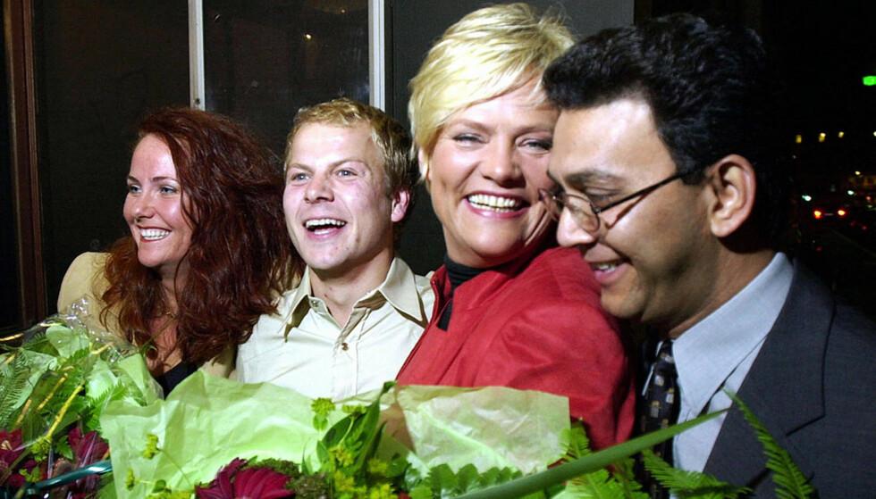 2001-JUBEL:  Stor stemning på Oslo SVs valgvake i 2001. Da pekte pila opp for alle de fire toppkandidatene Heidi Sørensen (til venstre), Heikki Holmås, Kristian Halvorsen og Akthar Chaudhry. Tirsdag blir det øye for øye og tann for tann mellom Chauhdry og Holmås på nominasjonsmøtet i Oslo SV. Arkivfoto: ERLEND AAS, SCANPIX.