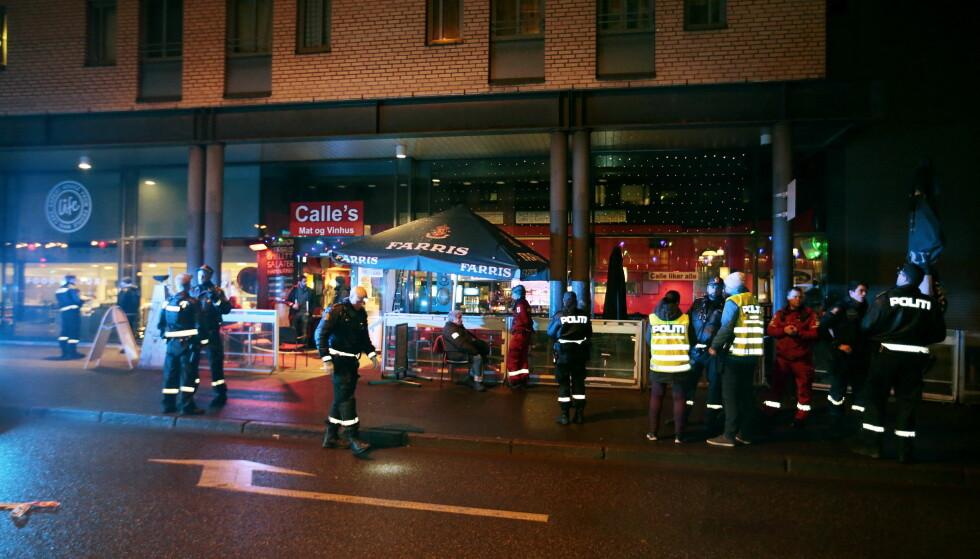 PERSON PÅGREPET: Flere skudd ble avfyrt mot Calles mat og vinhus i Hausmanns gate i Oslo fredag kveld. Politiet har nå gjort en arrestasjon i saken. Foto: Lise Åserud / NTB scanpix