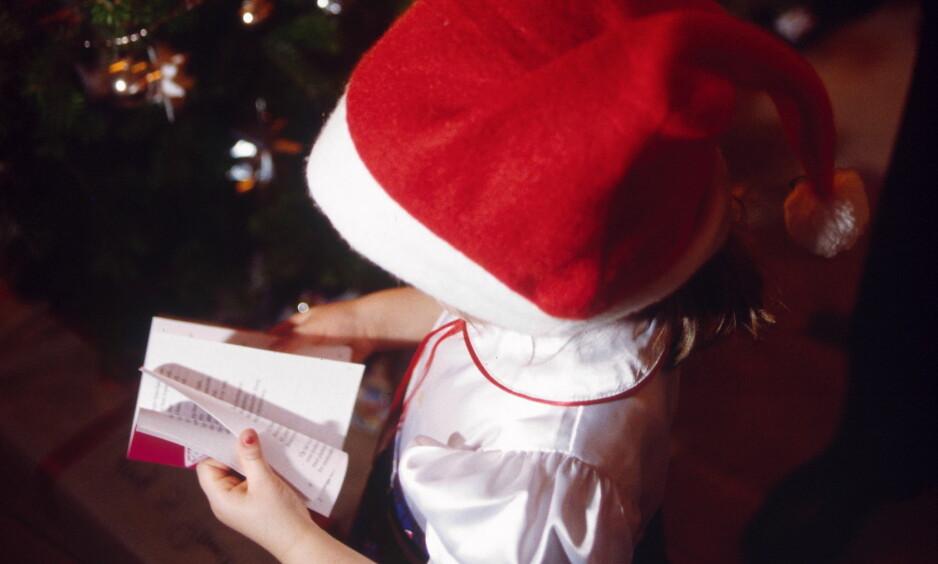 JULESANGER: Ikke alle julesanger og -salmer ble godkjent i sin originalform. Flere enn én av sangene er blitt sensurert eller endret. Foto: NTB scanpix / Scanpix Danmark /Nicolai Howalt
