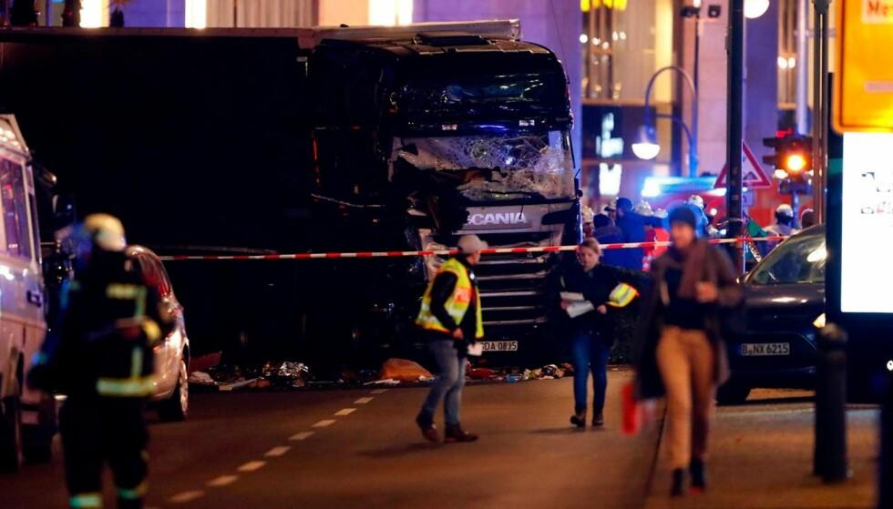 FLERE DØDE: Lastebilen kjørte inn i et julemarked i sentrum av Berlin mandag kveld. Foto: NTB scanpix
