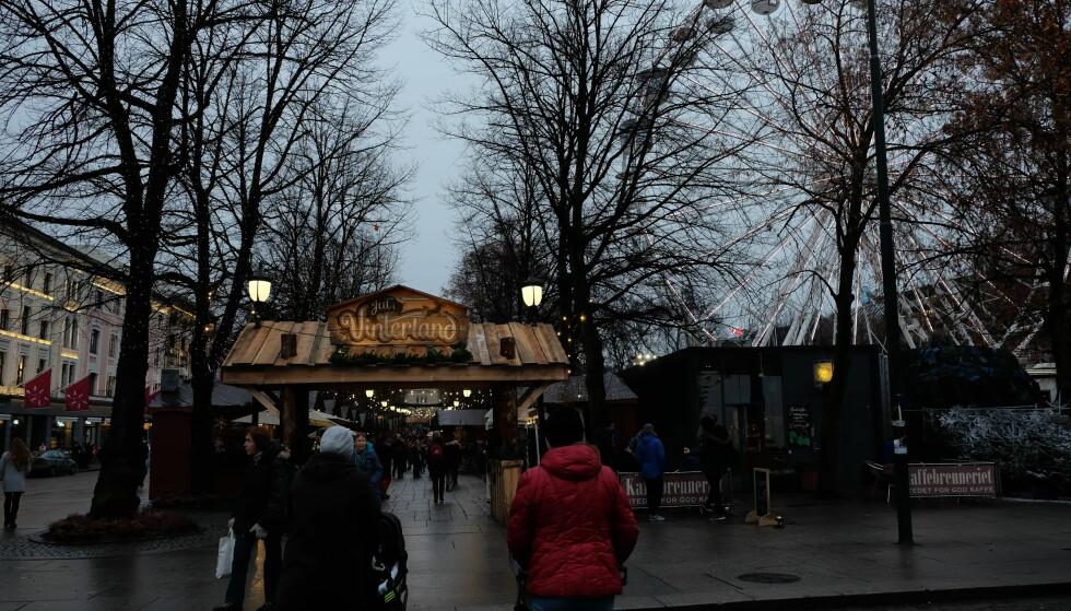 ØKT POLITIPATRULJERING: Julemarkedet i Spikersuppa på Karl Johans gate i Oslo åpnet for siste dag før jul i dag. Foto: Ådne Husby Sandnes/Dagbladet.