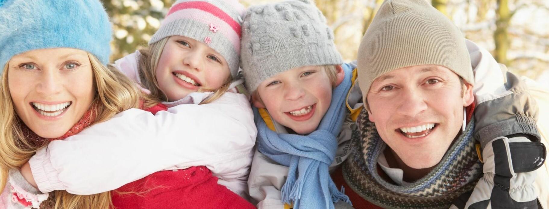 SIKKERHET: Mange foreldre er opptatt av å sikre barnas økonomiske framtid. Men alle er nok ikke klar over at barneforsikringen ikke indeksreguleres. FOTO: NTB/Scanpix