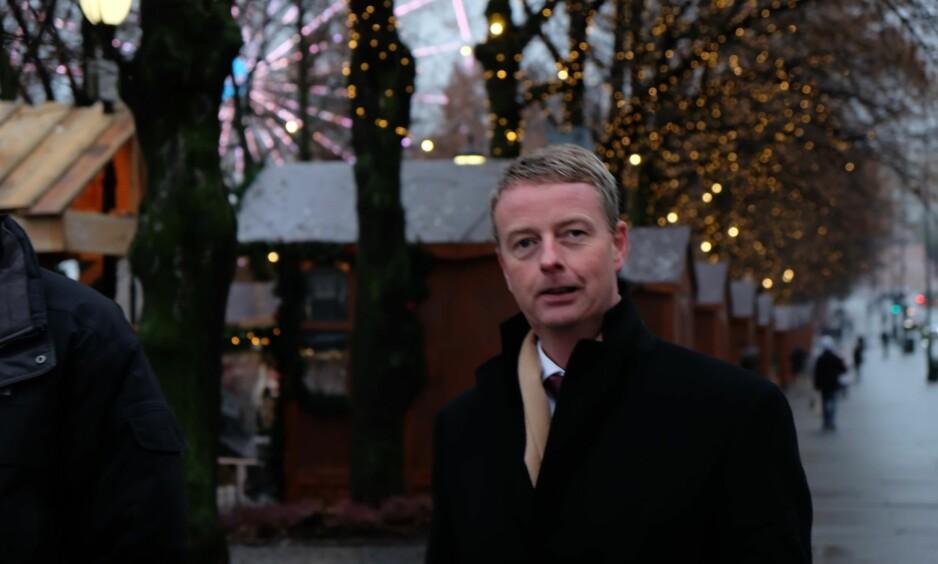 FRA OS TIL OSLO: Terje Søviknes er ikke interessert i å snakke ut om statsråd-ryktene med Dagbladet i dag. Her ved julemarkedet i Spikersuppa like nedenfor Stortinget i formiddag. Foto: Ådne Husby Sandnes / Dagbladet