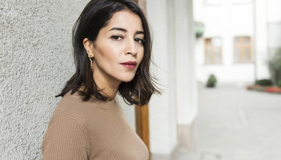 ENSOM I NORD: Den franske skuespilleren Leïla Bekhti har en av hovedrollene i tv-serien «Midnattssol».Bekhti spiller den franske politietterforskeren Kahina Zadi, og måtte lære seg engelsk for «Midnattssol»-innsatsen. Foto: Stina Stjernkvist / TT