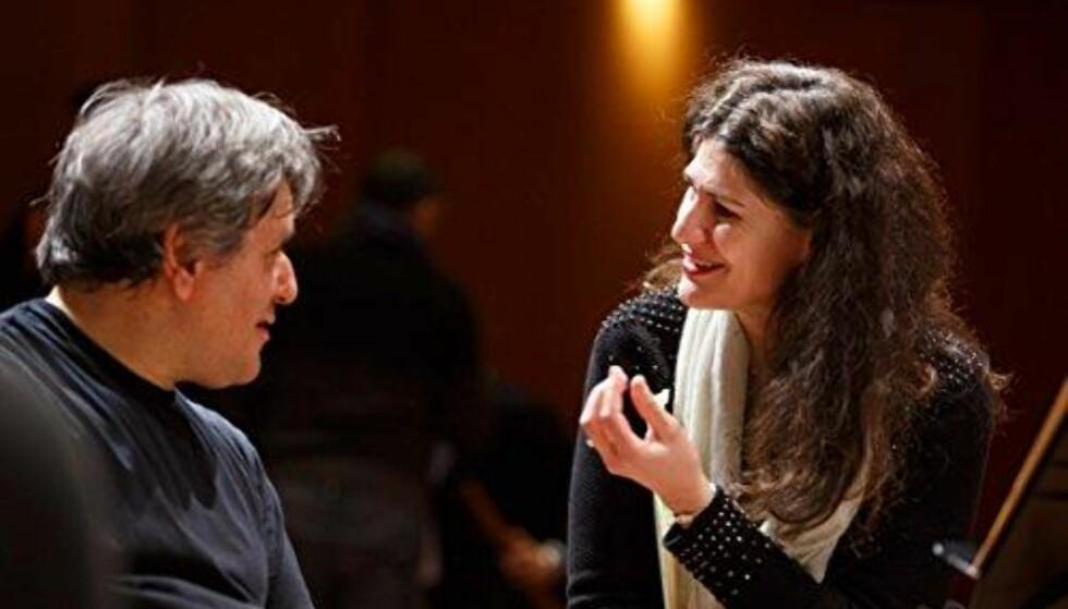 ÅPENBARING: Antonio Pappano og Anja Harteros under innspillingen av Giuseppe Verdis «Aida». FOTO: Amazon.com