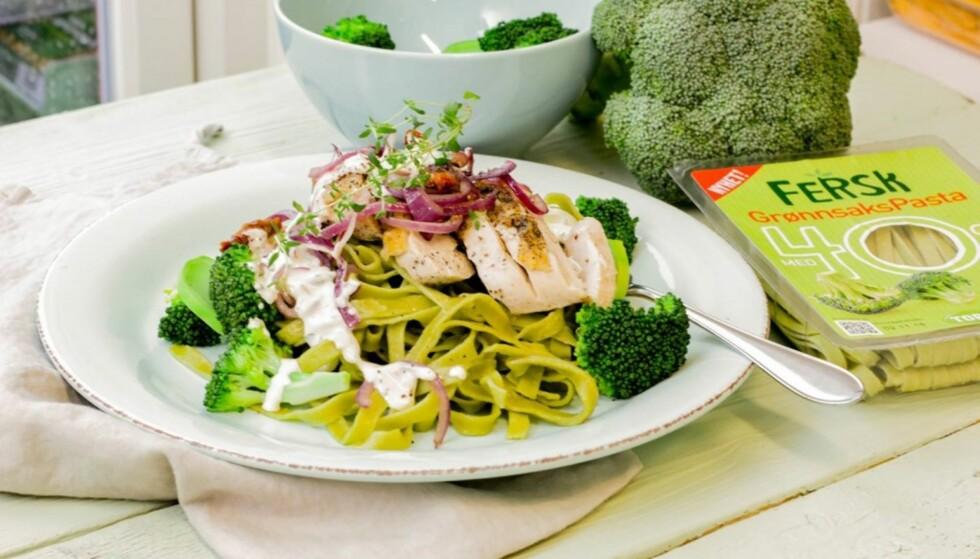 NAM: Fru Timian serverer grønnsakspasta med kylling og ostesaus. Foto: Fru Timian