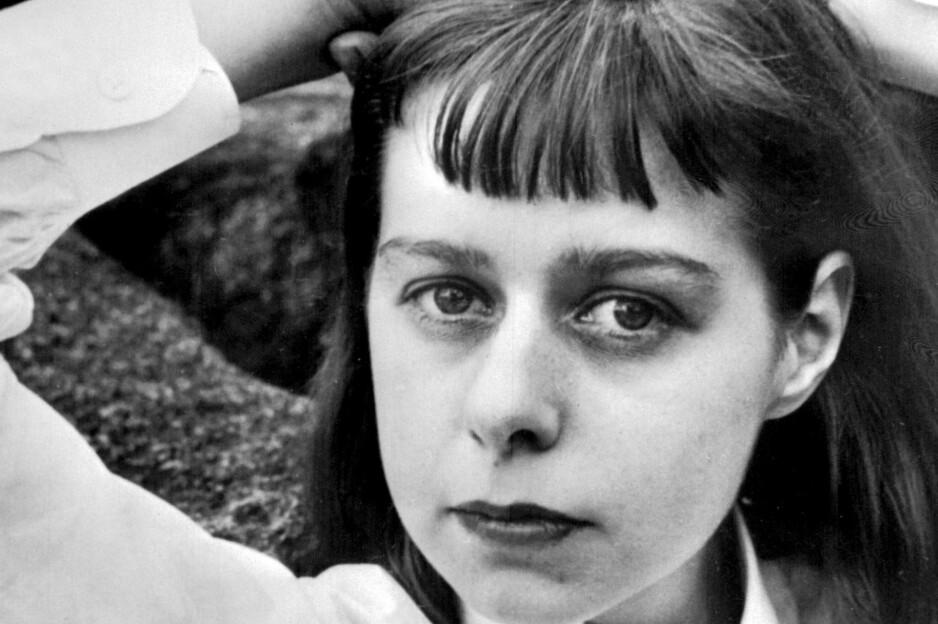 LEGENDARISK OG LESVERDIG: Carson McCullers (1917-1967) vakte oppsikt i USA med debutromanen «The Heart is a Lonely Hunter» i 1940. Hun skrev også «Member of the Wedding» (1946) og «The Ballad of the Sad Cafe» (1951). Foto: NTB Scanpix