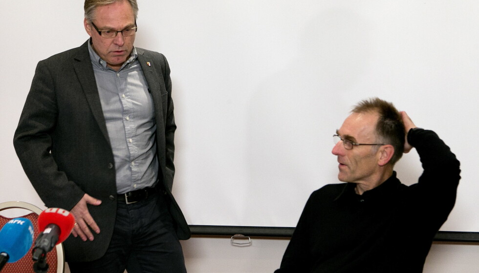 TREKKER SEG: Bjørn Sætre (t.h.) sammen med president Harald Tiedemann Hansen. Foto: Gorm Kallestad / NTB scanpix