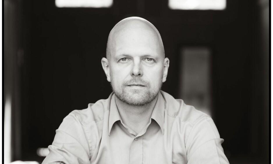ROS: Gunstein Bakke har skapt høstens litterære oase, mener anmelderen.