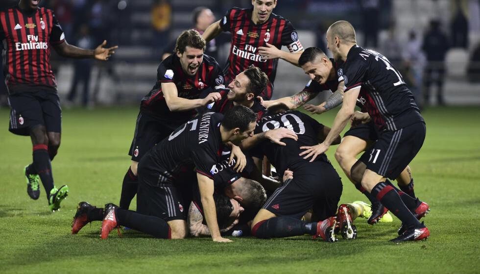 SEIER: AC Milan-spillerne feirer cupseieren. Foto: NTB Scanpix