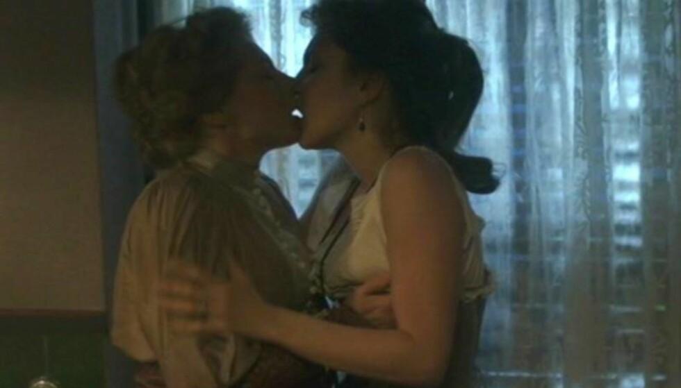 INTIMT: Denne scenen har provosert både Selma Lagerlöfs familie og litteraturvitere. Denne jula gikk den i reprise på svensk TV. Foto: SVT