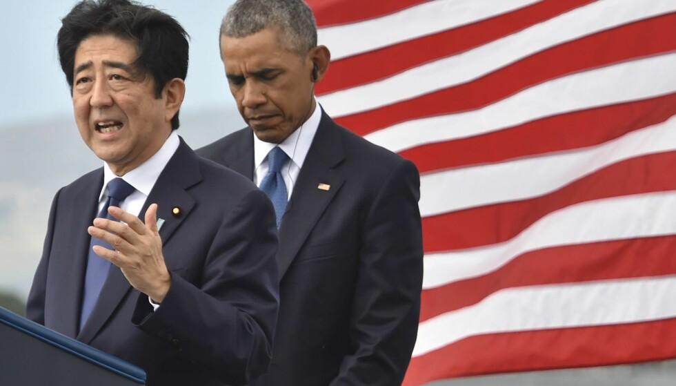 HISTORISK BESØK: Japans statsminister Shinzo Abe er på besøk hos president Barack Obama på Hawaii. Foto: Nicholas Kamm / AFP / NTB Scanpix