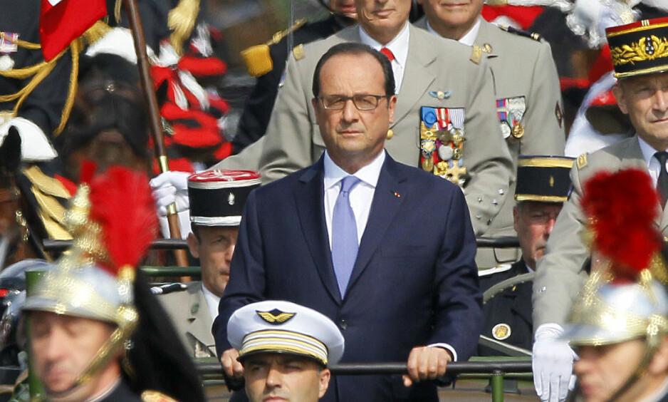 BENÅDER: Frankrikes president François Hollande benåder Jacqueline Sauvage som sonet en 10 år lang dom for drapet på sin ektemann. Foto: Mal Langsdon / Reuters / NTB Scanpix