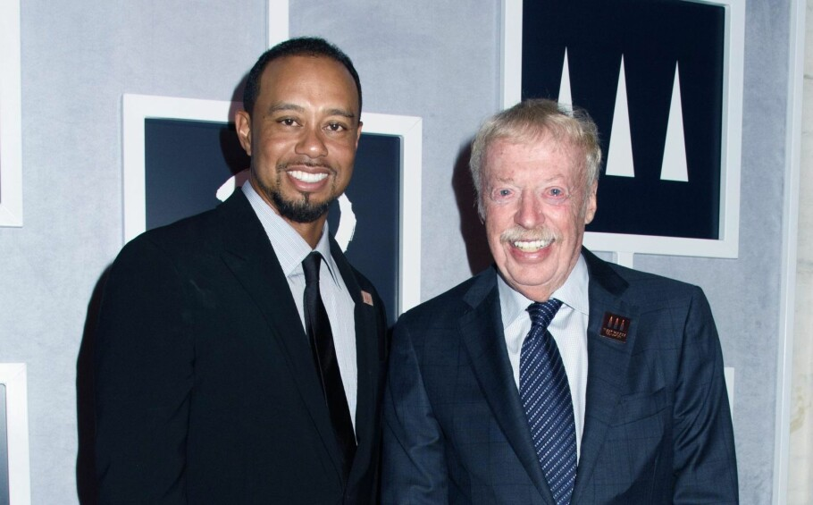 Velskodd: Nike-gründer Phil Knight, her sammen med Tiger Woods. Foto: NTB Scanpix