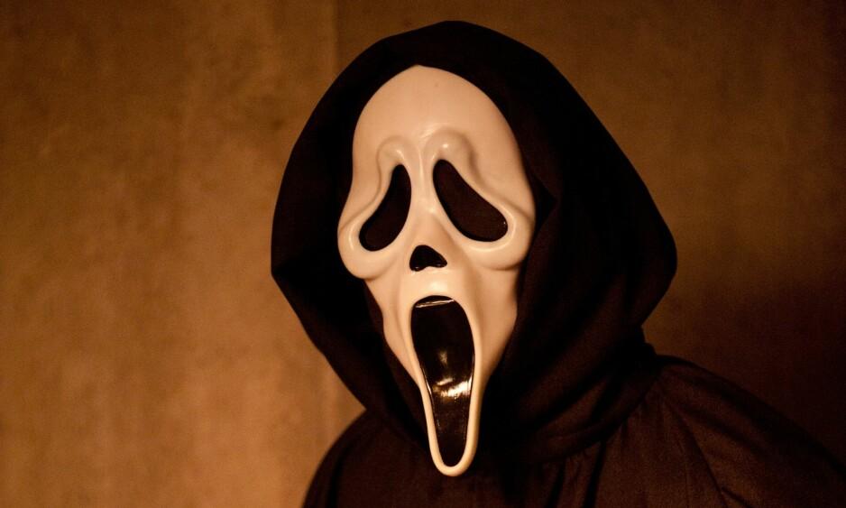 VIRKELIGHET VS. FILM: I «Skrik»-serien terroriserer den fiktive Ghostface en småbys studenter. En rekke brutale drap i byen Gainesville inspirerte manusforfatter Kevin Williamson til å skrive manuset til den første filmen. FOTO: NTB Scanpix