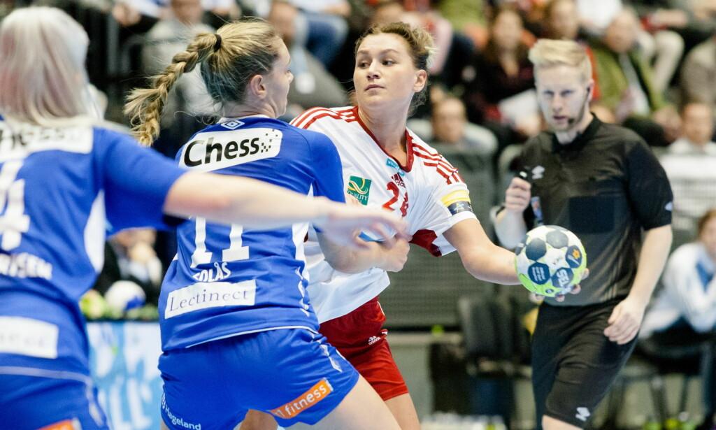 I TRØBBEL: Amanda Kurtovic og Larvik måtte jobbe knallhardt for NM-gullet mot Tertnes. Foto: Audun Braastad / NTB Scanpix