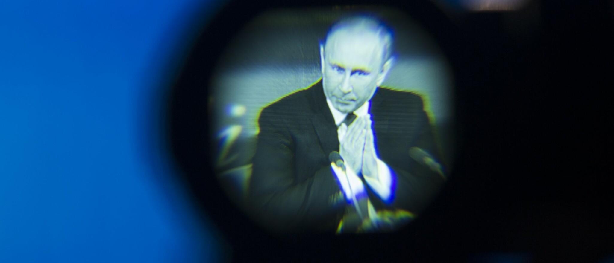 AVVENTER: Russlands president Vladimir Putin vil avvente vil avvente og se hvilke signaler Trump kommer med om saken, før de eventuelt iverksetter motaksjoner. Foto: Pavel Golovkin / AP / NTB Scanpix