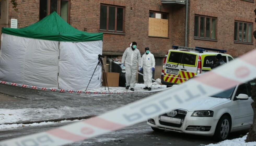 DRAPSETTERFORSKNING: Politietundersøker åstedet der en mann er funnet død på Torshov i Oslo i november. Foto: Gorm Kallestad / NTB scanpix