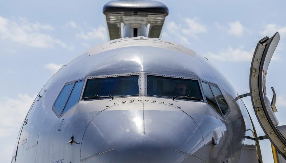 SVIMTE AV I COCKPIT: En Sunwing-pilot skulle fly 99 passasjerer og seks besetningsmedlemmer til Cancun, Mexico, lørdag, men svimte i stedet av i setet sitt, sørpe full. Flyet på bildet er ikke av typen kapteinen hadde planer om å dra avgårde med. Foto: NTB Scanpix