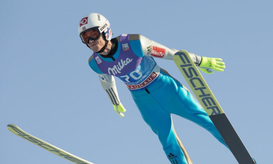 I STORFORM: Daniel André Tande hoppet lengst og best av alle i 1. omgangen i Garmisch-Partenkirchen. Foto: Terje Bendiksby / NTB scanpix