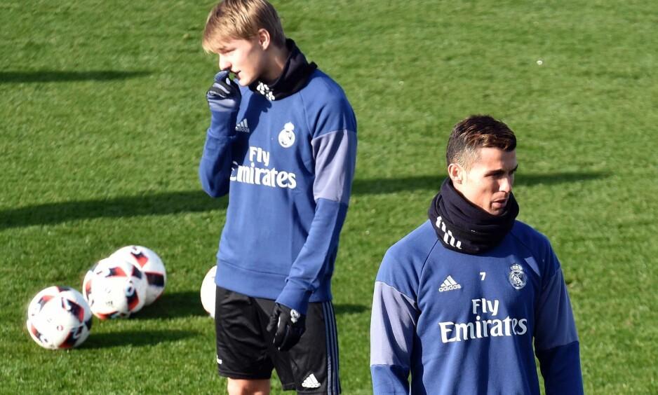 PÅ TRENING: Cristiano Ronaldo og Martin Ødegaard trente sammen før Real Madrids kamp mot Sevilla i morgen. Bare Ødegaard er med i kamptroppen. Foto: AFP PHOTO / GERARD JULIEN