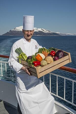 VEGANBØLGE: Hurtigrutens egne kokker har med litt ekstern hjelp utviklet de 11 tre-retters veganmenyene som tilbys på alle skip fra 1. februar. Råvarene varierer med sesong, og skal være så kortreiste som mulig. Foto: TRYM IVAR BERGSMO