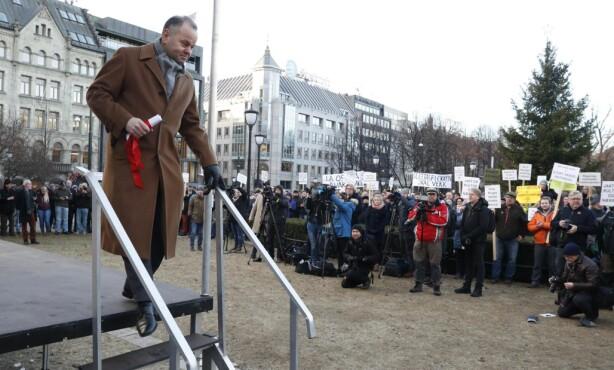 ULVEMOTSTANDER: Stortingspresident Olemic Thommessen (H) går mot sitt eget parti, og deltok under ulvedemonstrasjonen onsdag. Foto: Bjørn Langsem / Dagbladet