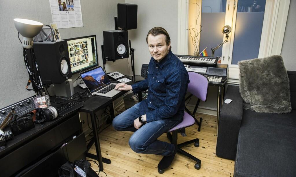 NY VÅR: Knut Anders Sørum har stua som arbeidssted. Nå handler det meste om vårens 70 konserter. Og kjæresten. Foto: Lars Eivind Bones / Dagbladet