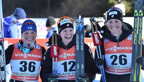 UVANT PALL: Jessica Diggins vant dagens fem kilometer foran Krista Parmakoski og Sadie Bjornsen. Foto: NTB Scanpix