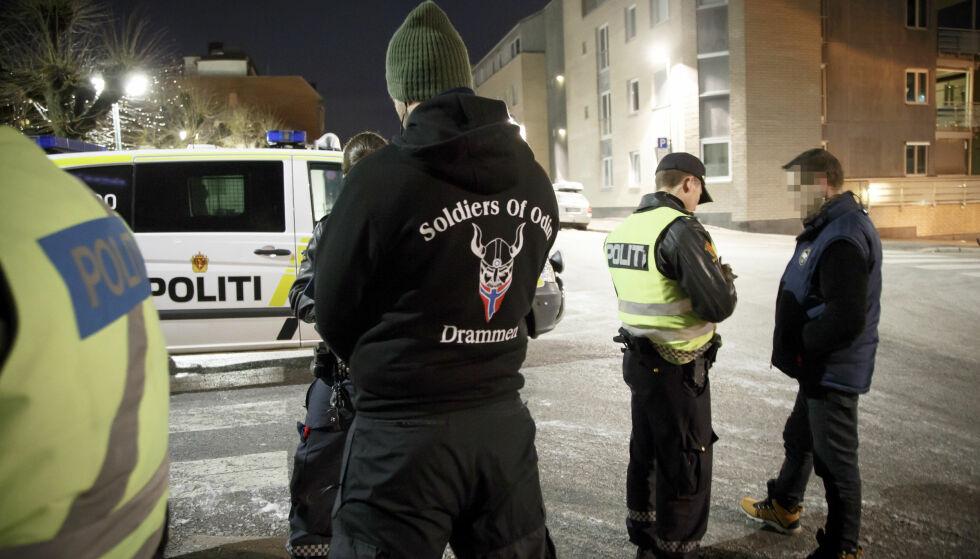 UKLART: Odins soldater patruljerer gatene i Drammen 21. februar i 2016. Det er uklart om gruppa er nedlagt eller ikke. Foto: Heiko Junge / NTB scanpix