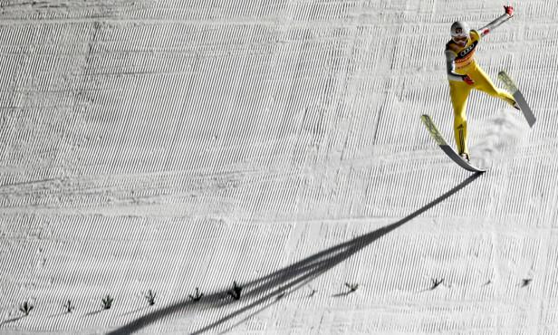 I SVEVET: Daniel-André Tande var glad han landet på beina i Bischofshofen. Foto: Terje Bendiksby / NTB Scanpix