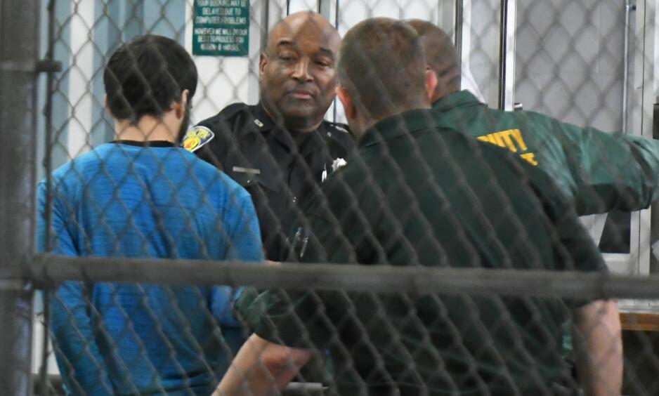 RISIKERER DØDSSTRAFF: Den mistenkte 26-åringen risikerer dødsstraff etter skytingen på flyplassen i Fort Lauderdale. Broren hans spør hvordan 26-åringen kunne få tilbake et beslaglagt våpen etter at politiet la ham inn til psykiatrisk evaluering. Foto: Jim Rassol / AP / NTB scanpix