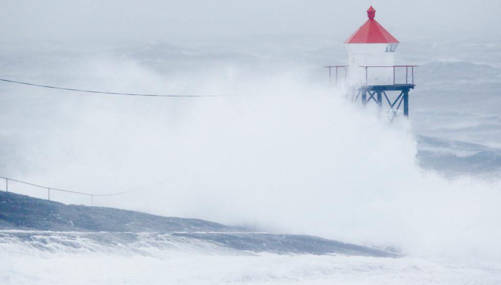 STORM: Det var meldt storm på kysten i Nordland i dag. Det førte til fergestans og stengte veier. Illustrasjonsbilde. Foto: NTB Scanpix