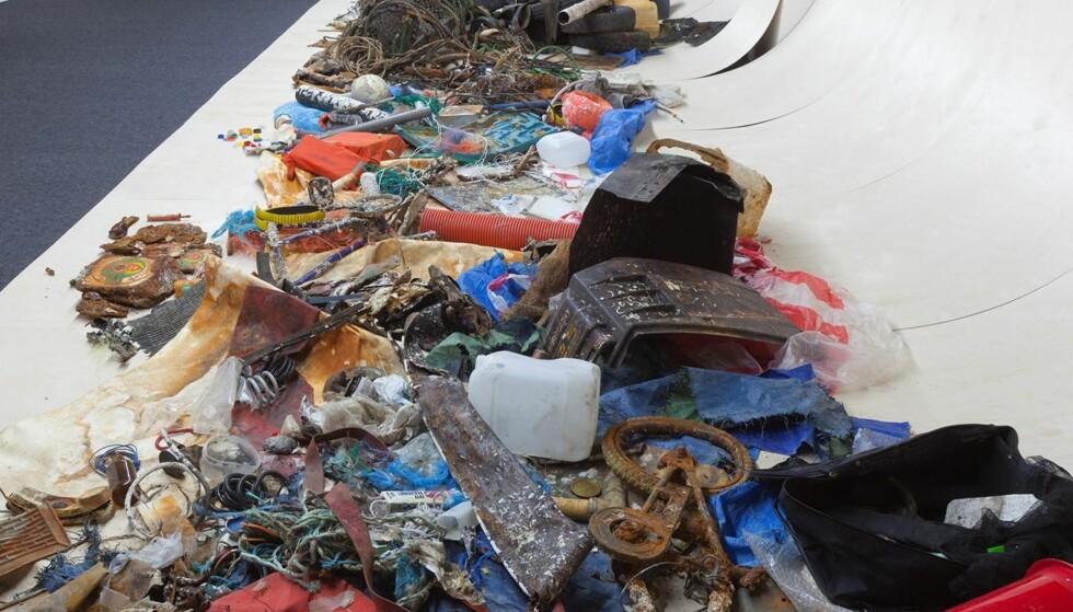 DØDEHAVET: De norske kunstnerne Erle Stenberg og Elin T. Sørensen viste installasjonen «Kaurene» på Stenersenmuseet i 2014. Det er et av mange kunstprosjekter de siste årene som viser resultatene av menneskets forsøpling av havet, og virkningen plast har på økosystemet.
